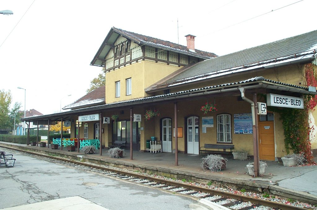 Lesce Train Station